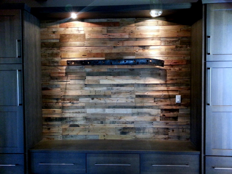 reclaimed shipping pallet wood walls