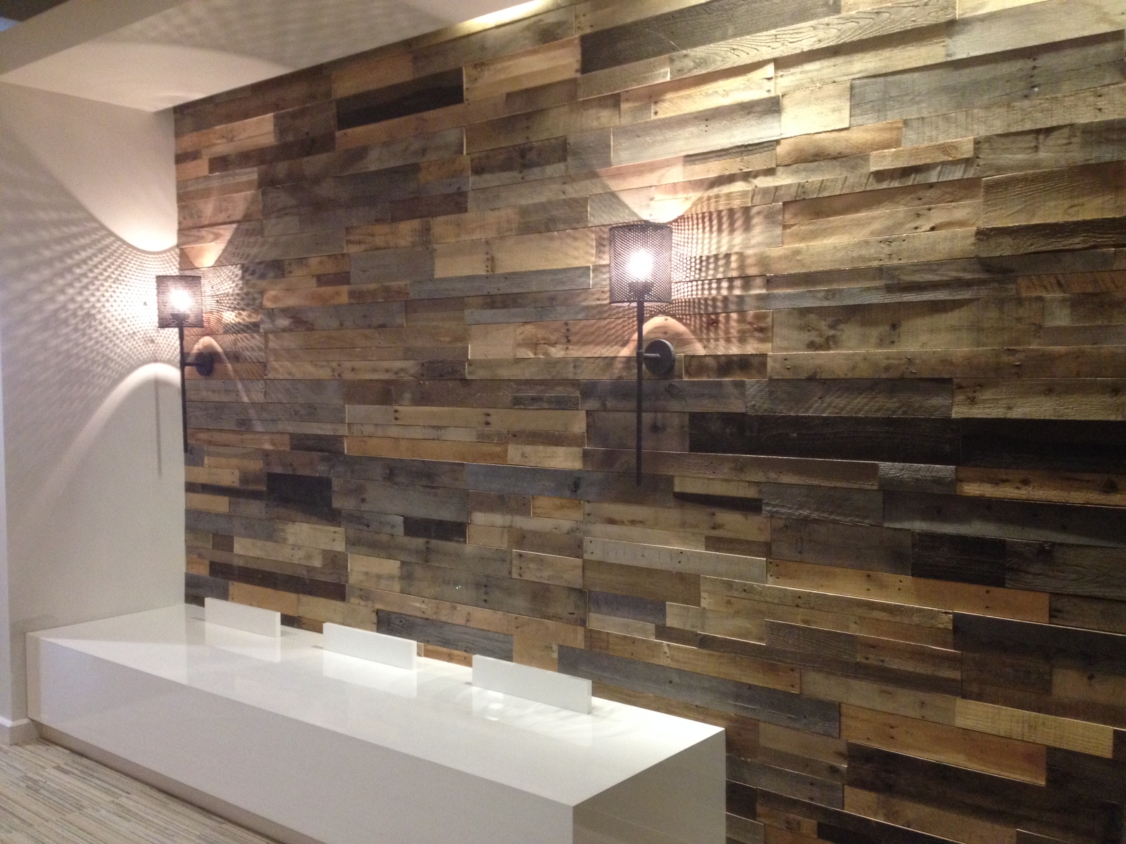 Pallet Wood Bar ComcastPalette_02052014_008 · Reclaimed Accent Wall