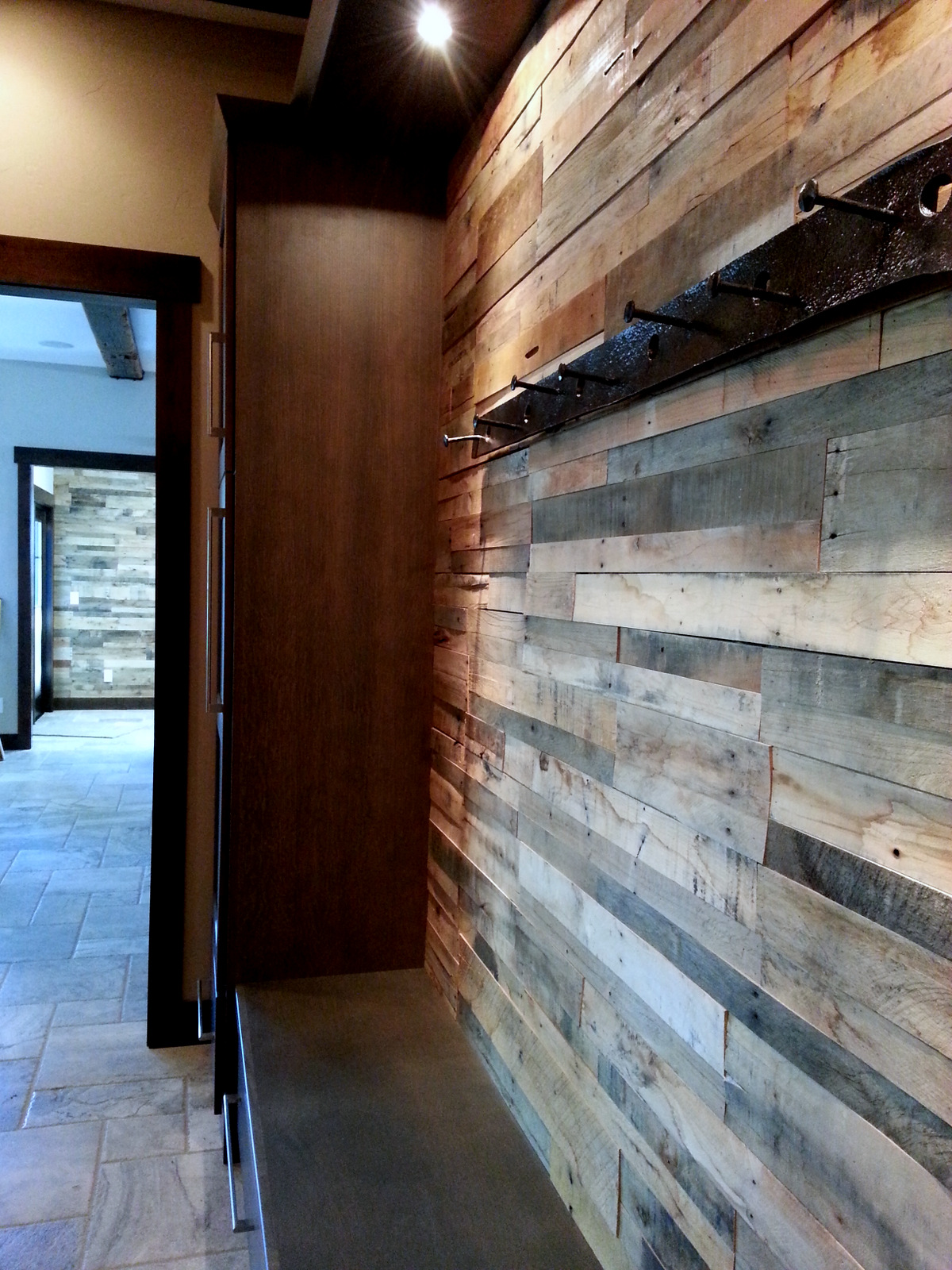 Wood Wall Cladding: Pre-fab Pallet Wood Wall Panels